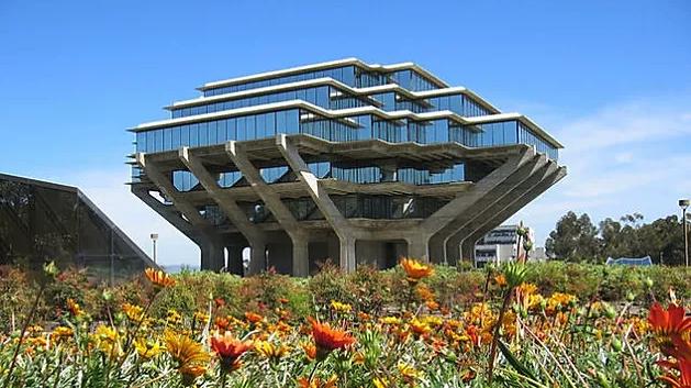 El brutalismo es heredero del Movimiento Moderno.